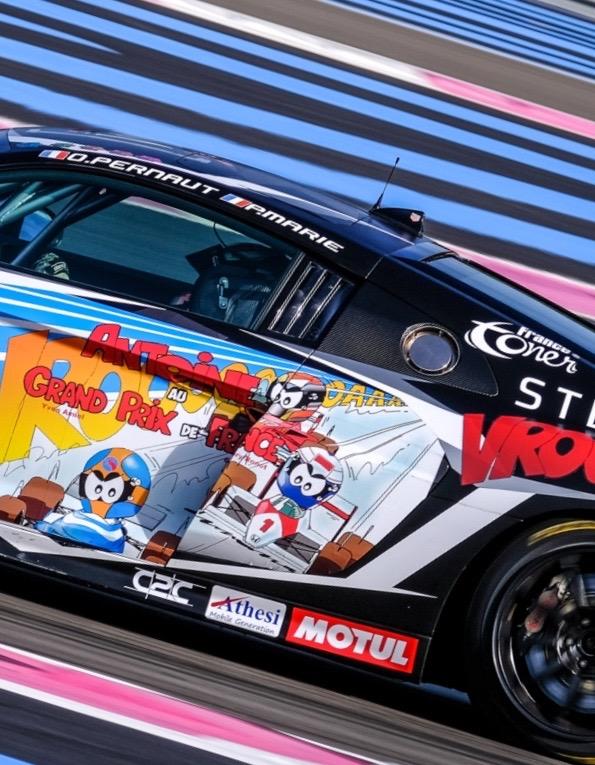 Art Cars sur voiture de course
